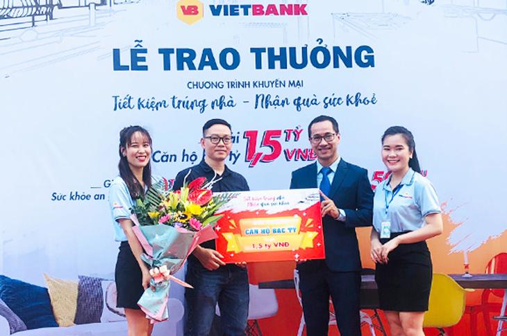 """Vietbank trao giải """"Căn hộ bạc tỷ"""" trị giá 1,5 tỷ đồng cho khách hàng gửi tiết kiệm"""